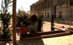 Vidéo - Voyage dans Paris et installation sur l'Esplanade du Louvre